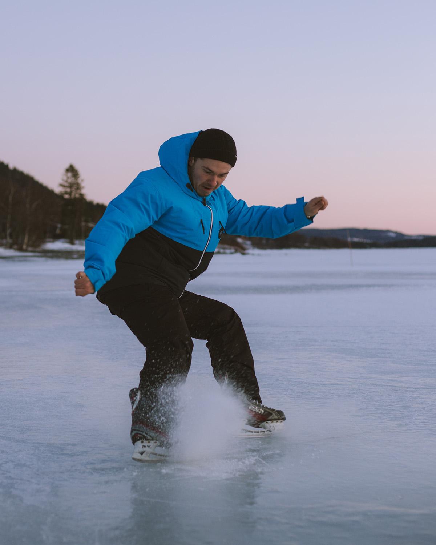 Extra_Ice_Skating_3